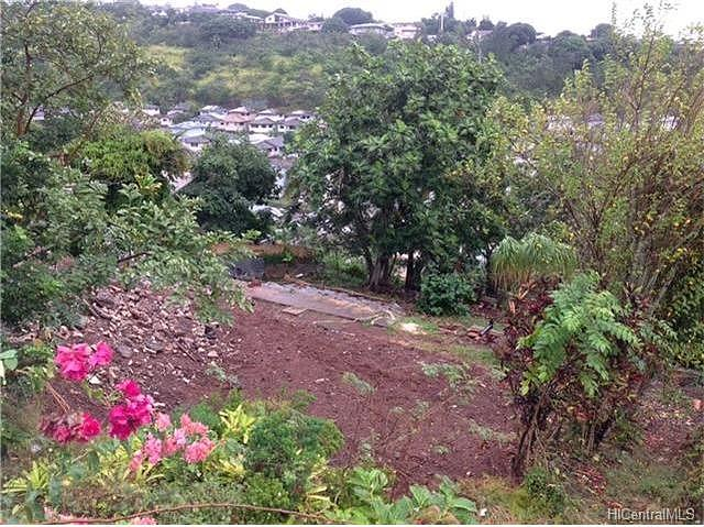 aiea singles Moderately priced yet still very nice, the mostly single-family homes of aiea heights offer plenty of options from which to choose.