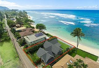 Beachfront Retreat in Private Waialua location on Oahu's North Shore