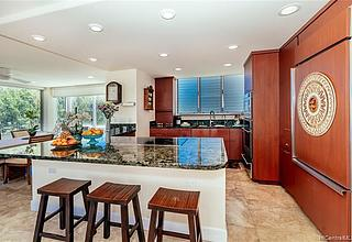 Diamond Head Ambassador B Condo